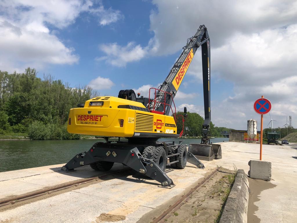 Harbor crane on unloading quay